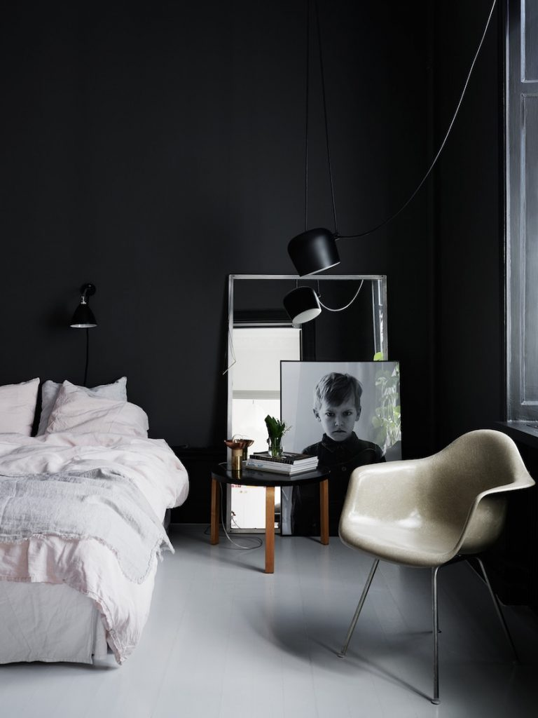 5 Marvelous Floor Mirror Ideas to Inspire You Today ➤ Discover the season's newest designs and inspirations. Visit us at http://www.wallmirrors.eu #wallmirrors #wallmirrorideas #uniquemirrors @WallMirrorsBlog floor mirror ideas 5 Marvelous Floor Mirror Ideas to Inspire You Today 9