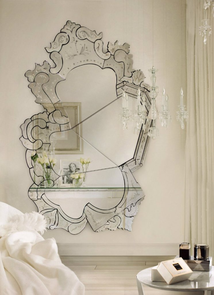 The Best Luxury Mirrors for Contemporary Bedrooms luxury mirrors The Best Luxury Mirrors for Contemporary Bedrooms VENICE Mirror Boca do Lobo 69584 relbabd03b2