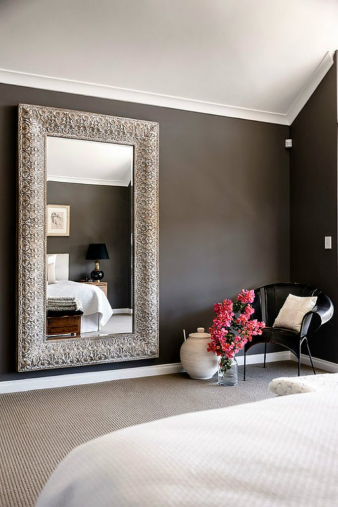 wallmirrors11 luxury mirrors The Best Luxury Mirrors for Contemporary Bedrooms wallmirrors11