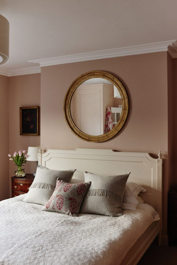 reid-wright-distressed-antique-gold-plain-glass-768x1151 Wall mirrors Vintage Bespoke Wall Mirrors London Company Reid & Wright reid wright distressed antique gold plain glass 768x1151