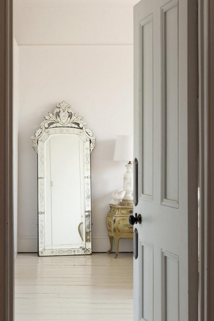 venetian mirrors 25 Astounding and Original Venetian Mirrors cc5ee0e8d16d7fd8f97359539f7d3b80