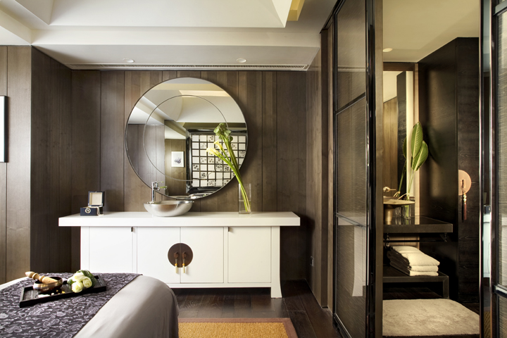 13 Astonishing Foyer Mirrors for a Welcoming Home foyer mirrors 13 Astonishing Foyer Mirrors for a Welcoming Home qin spa