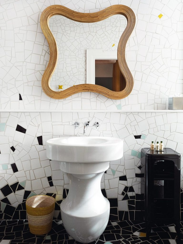 Discover Striking Wall Mirrors by the World's Best Interior Designers 4 best interior designers Discover Striking Wall Mirrors by the World's Best Interior Designers Discover Striking Wall Mirrors by the World   s Best Interior Designers 4
