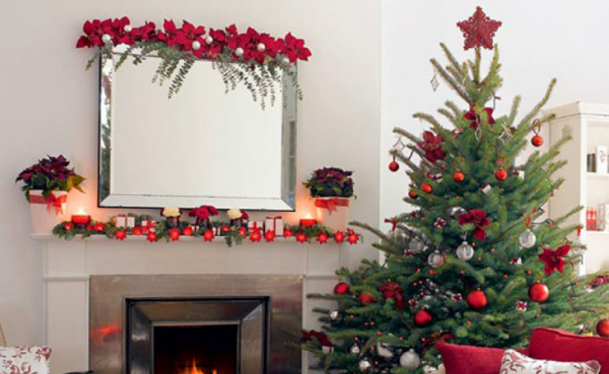 Best Christmas Decorations The Best Christmas Decorations to Sparkle Your Mirror this Season featured 7
