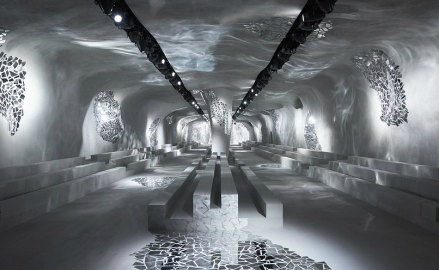 Paris Fashion Week A Throwback to Dior's Mirrored Installation for Paris Fashion Week featured 11