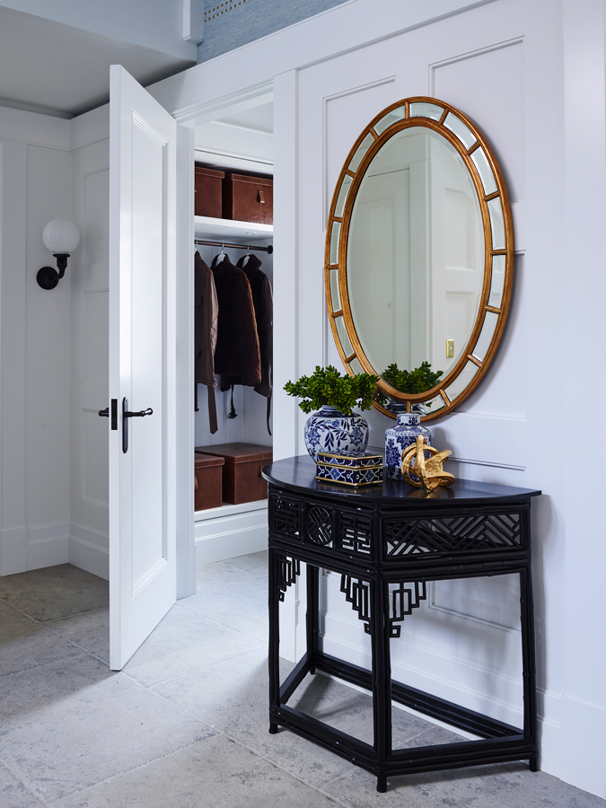 Be Amazed by the Top Interior Designers Selection of Mirrors top interior designers mirrors Be Amazed by the Top Interior Designers Selection of Mirrors Greg Natale Avoca House 05