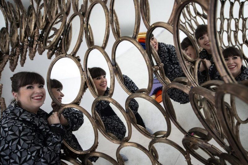 I'm Your Mirror, Joana Vasconcelos's Exhibition At Serralves i'm your mirror joana vasconcelos I'm Your Mirror, Joana Vasconcelos's Exhibition At Serralves Joana Vasconcelos Takes Over Serralves with Im Your Mirror 5 e1553509129367