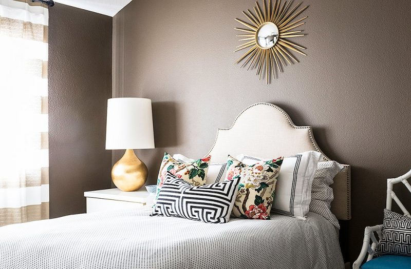 Choose The Perfect Round Mirror To Accessorize Your Home round mirror Choose The Perfect Round Mirror To Accessorize Your Home 082916 PalomaContrera 17 e1559907912419